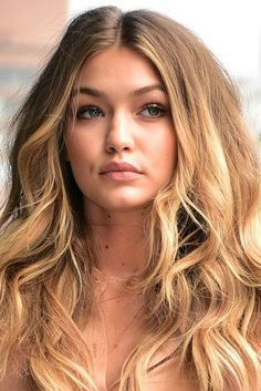 8 Low-Maintenance Hair Color Ideas for the Lazy Girl in All of Us Blonde Hairstyles Golden Blonde Hair, Honey Blonde Hair, Blonde Hair With Highlights, Blonde Color, Blonde Ombre, Ash Blonde, Platinum Blonde, Ombre Hair, Lazy Girl Hairstyles