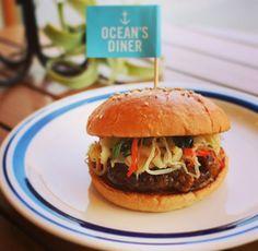 PENT HOUSE (@penthouse_aomr) on Instagram: 【3月限定プルコギバーガー!】 OCEAN'S DIHERからのお知らせです。 今月のMonthlyBurgerはプルコギバーガーです。 今回もキッチンスタッフによるコンテストで決まった自信作です‼︎ しっかりと漬け込んだパティは肉本来の旨味+スパイスの効いた本格的なプルコギを再現しています。 さらにナムルもトッピングされておりシャキシャキの食感もお肉の旨味を倍増させてくれます。 ぜひお試し下さいませ♪ #oceansdiner #ペントハウス #ハンバーガー
