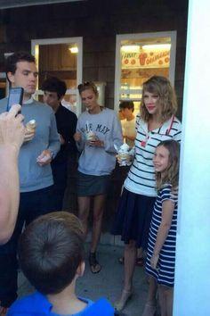 Taylor, Karlie Kloss, Austin  Josh Kushner get ice-cream in Watch Hill, RI