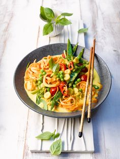 This vibrant vegan sweet potato noodle bowl encapsulates the tastes and colours of summer into one very tasty dish! Sweet Potato Dinner, Sweet Potato Noodles, Veggie Recipes, Vegetarian Recipes, Coconut Milk Curry, Tomato Vegetable, Noodle Bowls, Tasty Dishes, Veggies