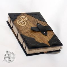 Journal de Steampunk. Carnet de croquis de la couverture en bois. Livre avec couverture en bois robinia. Carnet en papier recyclé. Carnet fabriqué à la main. Cadeau original.