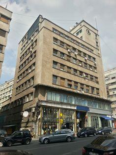 Modernism interbelic: blocul Adriatica de pe strada Ion Câmpineanu colț cu Calea Victoriei. Source: Bucuresti Realist. Toate drepturile rezervate