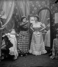 La toilette d'une Parisienne, 1900-1910. © Léon et Lévy / Roger-Viollet