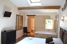 Chambres d'hôtes Narcisse - Drôme - Provence - Montélimar - Marsanne Grand Gite, Narcisse, Lit Simple, Provence, Oversized Mirror, Bathtub, Bathroom, Furniture, Home Decor