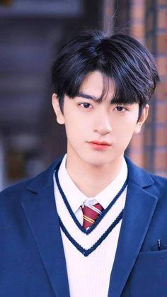 My High School boyfriend 💜 Handsome Korean Actors, Handsome Anime, Handsome Boys, Beautiful Boys, Pretty Boys, Cute Boys, Cute Asian Guys, Cute Korean Boys, Korean Boys Ulzzang