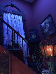 Very cool haunted house Nun Halloween, Halloween Window, Halloween Haunted Houses, Halloween Items, Halloween 2016, Halloween Party Decor, Halloween Crafts, Haunted Props, Haunted Hotel