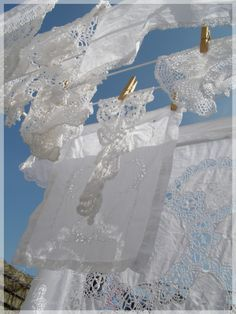 Linen and lace on the washing line. Wouldn't life be even more wonderful, if all our laundry could be this lovely~❥ Laundry Drying, Doing Laundry, Laundry Room, Shades Of White, Blue And White, White Sky, What A Nice Day, Vintage Laundry, Linens And Lace