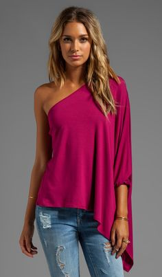 JAMES & JOY Poncho Top in Cranberry at Revolve Clothing Loooove the one shoulder look Cute Fashion, Look Fashion, Autumn Fashion, Fashion Outfits, Womens Fashion, Mode Hippie, Casual Outfits, Cute Outfits, Poncho Tops