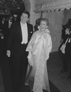 President Ronald Reagan and first lady Nancy Reagan leave the White House to attend the first of several inaugural balls in Washington on Jan. Fashion Face, Fashion Photo, Fashion News, Ladies Fashion, Nancy Reagan, President Ronald Reagan, One Shoulder Gown, American Presidents, American History