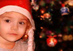 """Buon giorno a tutti, Con il """"Natale alle porte"""" vi vogliamo dare i nostri più sentiti """"Auguri"""" attraverso questo video natalizio dedicato ad ognuno di voi. Quest'anno abbiamo pensato di farvi rivivere i momenti più caldi di questo inizio Dicembre. Buona visione e """"Merry Christmas""""!!  #creativegraphicstudio #merrychristmas #staytuned #auguri"""