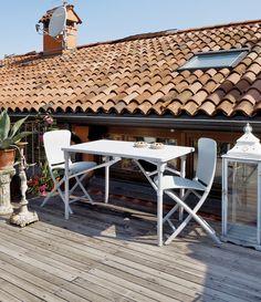 Mobilier de jardin, terrasse et balcon : gagnez de l'espace et du style avec cette table et chaises astucieuses! 100% recyclable