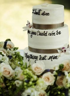 my faaaavorite kenny song !!!!!!!!!!!!! i love that its on a wedding cake