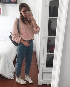 20 Easy Style Tips On How To Wear Mom Jeans From Instagram  bb9e8b2aaca