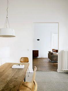 """Wolfgang Benhken's Hamburg apartment, captured by Marc Seelen for elle decor Italia"""