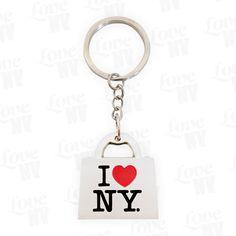 """New York City ohne Shopping? Unvorstellbar! Mit diesem schönen Schlüsselanhänger zeigst du allen, dass New York und Shopping und Liebe einfach zusammengehören! Sehr schön ausgearbeitet und bestens geeignet für den Partner oder den Liebsten als New York Geschenk.I LOVE NY """"Shopping Bag""""Farbe Silber mit I LOVE NY3D-OptikBreite 3,0cm, Höhe 3,2cm, Tiefe 0,6cm"""