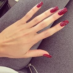 Ongles vernis (rouge)