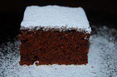 Hozzávalók: 25 dkg liszt 20 dkg porcukor 5 dkg puha Rama 1 egész tojás 2.5 dl tej 1 cs sütőpor 3-4 ek. kakaópor Elkészítés: A lisztet összekeverjük a sütőporral, és a kakaóporral. A cukrot, a… Hungarian Cake, Twisted Recipes, Winter Food, Food Videos, Cookie Recipes, Food And Drink, Cupcakes, Sweets, Cookies