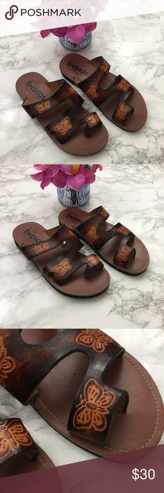 "Women's Brown Huaraches Sandal Butterfly Flatform Women's Brown Huaraches Sandal Butterfly Flatform, Size 6 Beautiful huaraches with butterfly detailing, made in Mexico. About a 1/2"" flatform throughout. Gently used with no flaws indios Shoes Sandals"