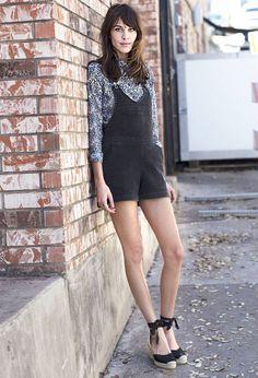 alexa-chung-espadrilles Troque a rasteirinha ou sandália de salto por espadrilles anabela, e arremate um look casual cool como digno da it-girl britânica, Alexa Chung.
