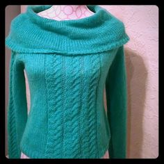 Like NEW sweater Worn once. This a stunning sweater! Jones wear jeans Sweaters Crew & Scoop Necks