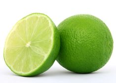 Lime Juice and 8 Other Natural Ways to Quit Smoking. Millions are helplessly addicted to tobacco, unaware that a natural aid for smoking cessation can be found not at the local pharmacy, but at your grocer's fruit stand. Health Benefits Of Lime, Lime Water Benefits, Oil Benefits, Lemon Benefits, Anti Pickel Creme, Photo Fruit, Lime Essential Oil, Essential Oils, Health Products