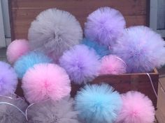 Etsy の Tulle pom poms by TullePomPoms