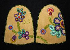 Jean Marshall Beautiful style and color mix Beaded Flowers Patterns, Native Beading Patterns, Beadwork Designs, Bead Embroidery Patterns, Native Beadwork, Beaded Embroidery, Baby Moccasin Pattern, Beaded Moccasins, Bead Sewing