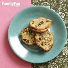 Hazelnut Sandwiches: Two chewy yet crunchy, delectable cookies are held together with Nutella.