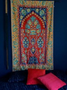 handmade ,hand embroidered rugs for sale if anybody intrested call me or whats app me on this number +91 9086693168