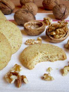 BISCOTTI ALLE NOCI Facili, Dolcissimi e Super Friabili Biscotti alle Noci! realizzare questi croccanti bocconcini è davvero facile, ingredienti semplici e