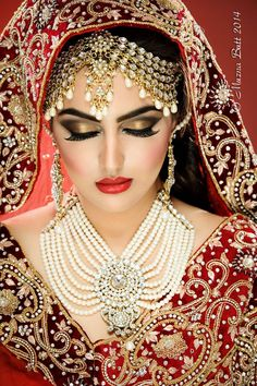 Bride of India. Indian Bridal Makeup, Asian Bridal, Bridal Accessories, Bridal Jewelry, Moda Indiana, Desi Bride, Pakistani Bridal Wear, Exotic Beauties, Bride Makeup