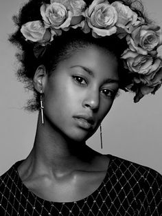 browngurl: Flower in hair Afro Hairstyles, Black Women Hairstyles, Wedding Hairstyles, Natural Hair Tips, Natural Hair Styles, Modelos Fashion, Glamour, African American Hairstyles, Curly Girl