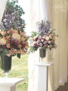 Flower design for the wedding entrance / nunta by Idyllic Events / evenimente Romania
