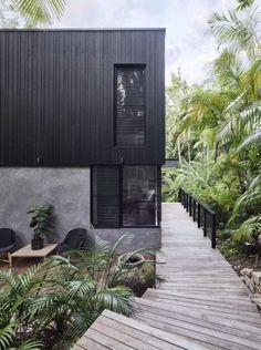 Modern coastal house nestled in the lush Australian rainforest 1 - Architecture Design Ideas House Cladding, Exterior Cladding, Facade House, Timber Cladding, Exterior Windows, Exterior Stairs, House Facades, Architecture Durable, Modern Architecture