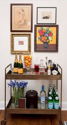 Gorgeous 60 Simple Apartment Bar Cart Ideas on A Budget https://homstuff.com/2017/08/25/60-simple-apartment-bar-cart-ideas-budget/