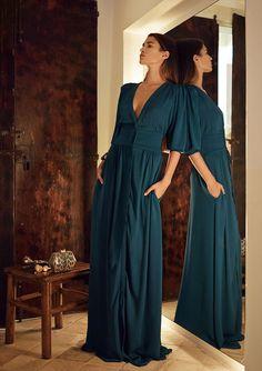 Hoss Intropia - Primavera-Verano 2014 #style #fashion  #green Hippie Style, My Style, Mom Dress, Dress Up, Vestido Multicolor, Modest Fashion, Fashion Dresses, Dress Over Pants, Love Clothing