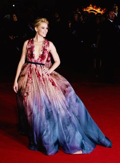 Elizabeth Banks In Elie Saab attends the world premiere of The Hunger Games: Mockingjay Part 1, in London's Leicester Square on November 10, 2014.