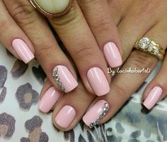 Light pink nail polish by lucinhabarteli