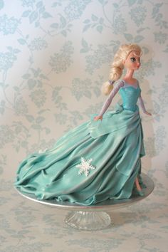 Made for my girlfriends beautiful Elsa mad little girl Eleanor. My first attempt at a walking doll cake. Little Girl Birthday Cakes, Frozen Birthday Cake, Frozen Cake, Frozen Theme, Frozen Party, Barbie Princess, Princess Cakes, Elsa Doll Cake, Elsa Cakes