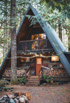 113 Small Log Cabin Homes Ideas Small Log Cabin, Tiny House Cabin, Log Cabin Homes, Log Cabin Exterior, Tiny Log Cabins, A Frame Cabin, A Frame House, Casas Containers, Small Porches