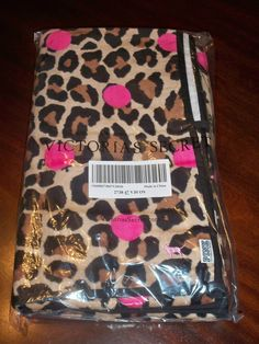 VS PINK sheets<3 want these for my room
