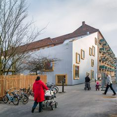 One corner of aluminium-clad children's centre in Copenhagen by Danish architect Dorte Mandrup dips down to let sunlight pass into a courtyard to its rear Education Architecture, Space Architecture, Contemporary Architecture, School Places, Fine Arts School, School Building, Brick Building, Culture, Built Environment