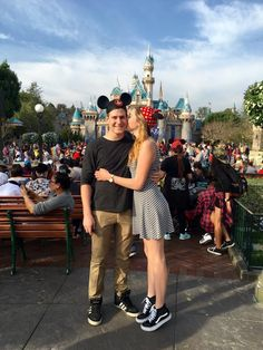 Disneyland couple goals