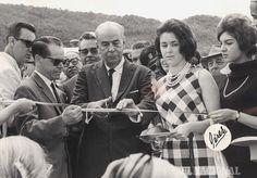 Cheche Isea Leonardi, Rómulo Gallegos y Pablo Milian en la inauguración del Aeropuerto Rónulo Gallegos en Boconó, Estado Trujillo.  Foto: Edmundo Perez.  18 de febrero de 1962.