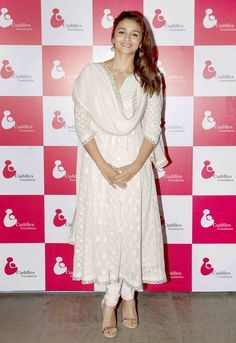 Bollywood fashion 489696159458423378 - Alia Bhatt at a charity fundraiser. Source by kcaussy White Anarkali, Anarkali Dress, Pakistani Dresses, Indian Dresses, Pakistani Suits, Punjabi Suits, Indian Look, Dress Indian Style, Ethnic Outfits