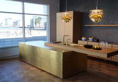 Form 45 // Brass kitchen island in our showroom in Malmö, Sweden. Küchen Design, House Design, Interior Design, Luxury Kitchens, Cool Kitchens, Home Decor Kitchen, Kitchen Interior, Grand Kitchen, Kitchen Collection