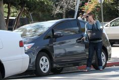 Natalie Portman gets eco-friendly with her Toyota Prius!