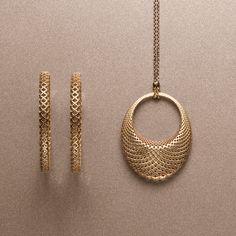 Gucci motif 18-karat gold and Italian enamel in Diamantissima jewelry collection