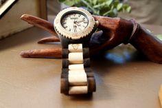 Reloj de madera de Ébano, modelo Kunza, Maquinaria Citizen garantizado por un año $50.000 envío gratuito a todo Chile