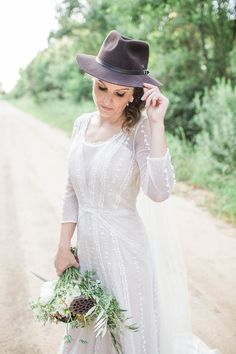 Australian Outback bride with a vintage style wedding dress | Apt B Photography